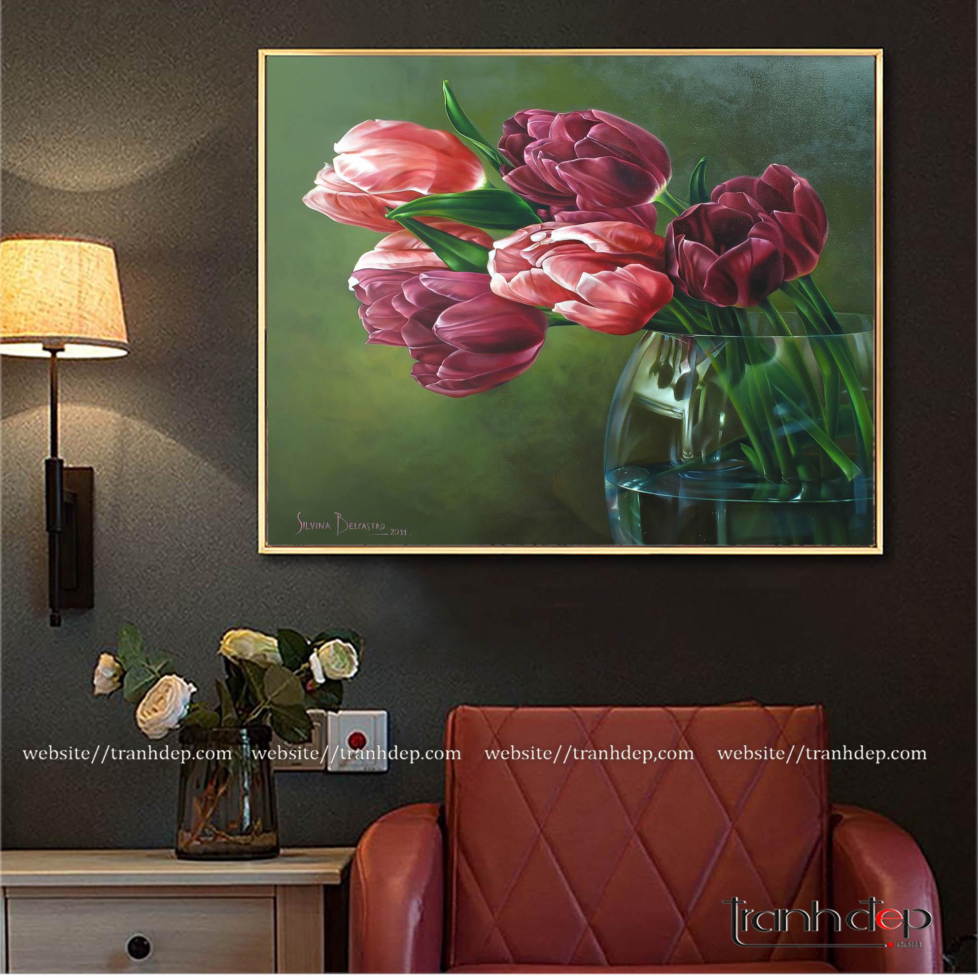 Tranh hoa tulip treo phòng đọc sách