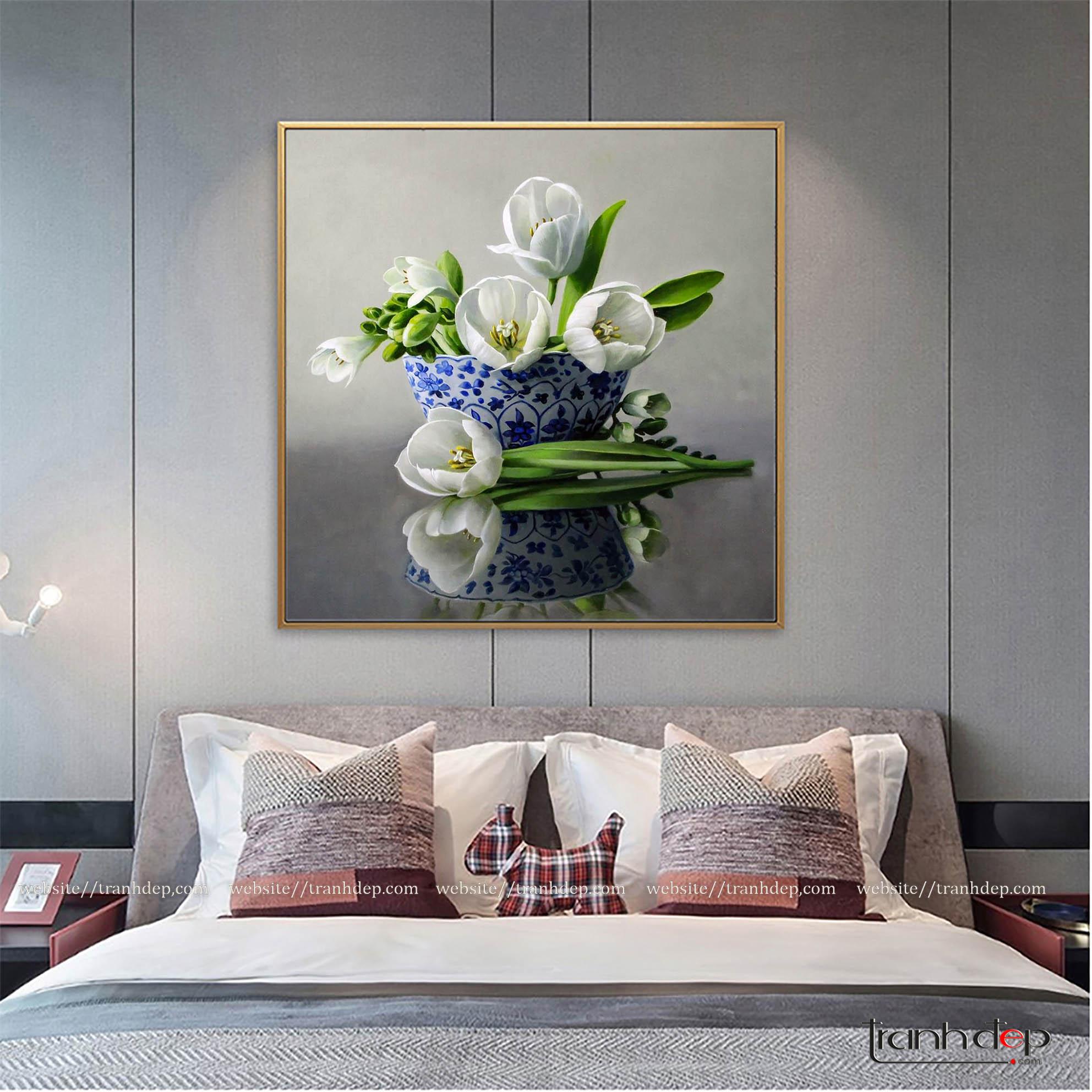 Tranh hoa tulip trắng treo phòng ngủ