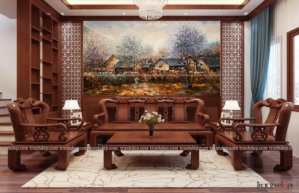 Tranh Tay Bac trong phòng khách gỗ