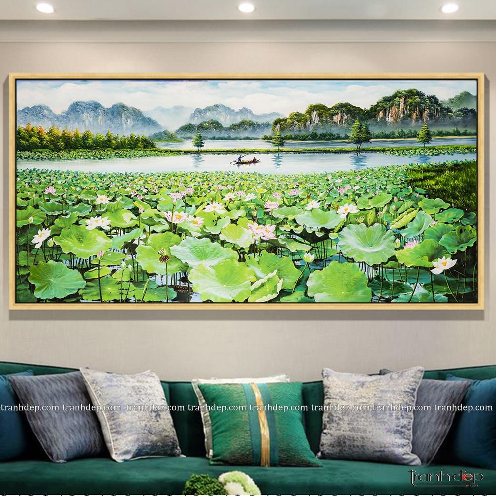 Màu xanh của tranh phong cảnh kết hợp với màu xanh hoàng gia