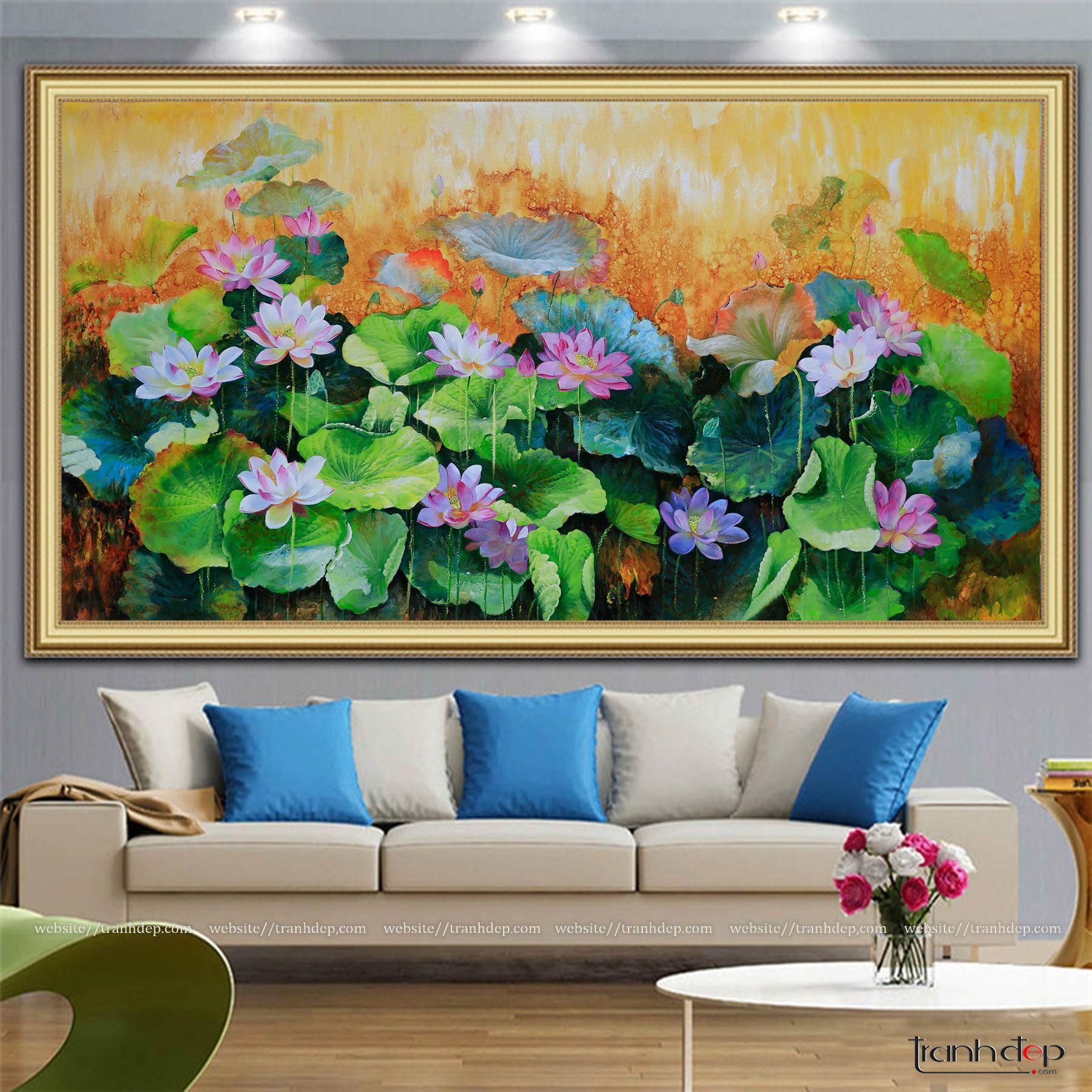 Tranh hoa sen treo sofa