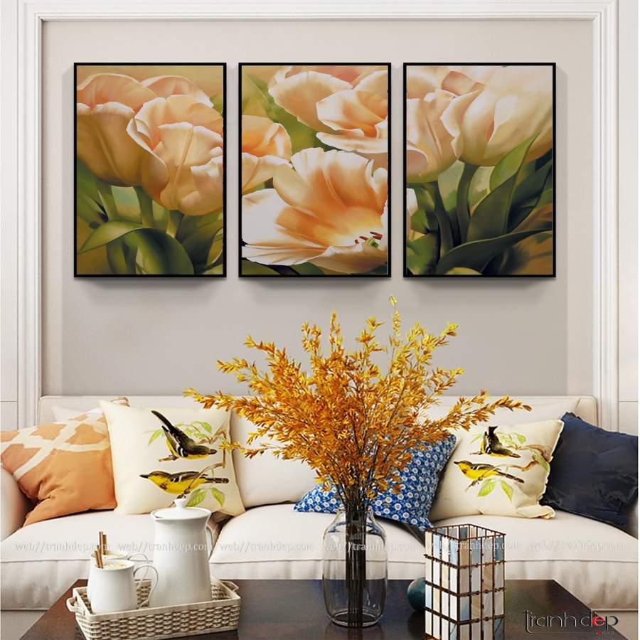 tranh hoa tulip dep treo phong khach hien dai